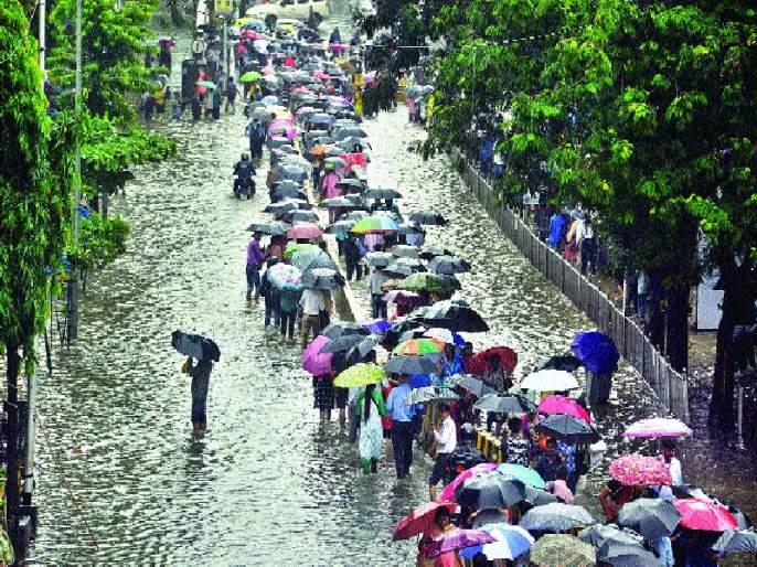 Mumbaikars are not free from tumble of water | पाणी तुंबण्यापासून मुंबईकरांची सुटका नाहीच, काँक्रीटीकरणामुळे पाणी जिरण्यास उरली नाही जागा