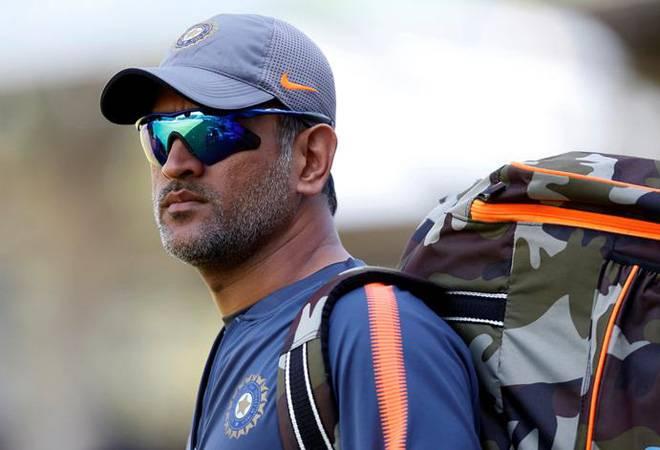 Indications from BCCI to retire Mahendra Singh Dhoni; The disappointment of the fans | महेंद्रसिंग धोनीला बीसीसीआयने दिले निवृत्ती घेण्याचे संकेत;चाहत्यांची निराशा