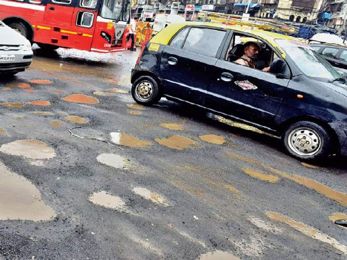 In the 48 hours the potholes will be built, the additional municipal commissioner's assurance | ४८ तासांत खड्डे बुजविणार, मुंबई पालिकेच्या अतिरिक्त आयुक्तांचे आश्वासन