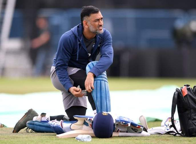 MS Dhoni won't travel for India's tour to West Indies, will mentor Rishabh Pant for smooth transition: Report | धोनी 'रिटायर' होणार, पण त्याआधी टीम इंडियासाठी मोठं काम करणार!
