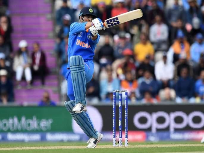 ICC World Cup 2019, IND vs AUS : MS Dhoni hits huge SIX, Virat Kohli's reaction goes viral, Video | ICC World Cup 2019, IND vs AUS : धोनीचा खणखणीत षटकार अन् कोहली थक्क, Video