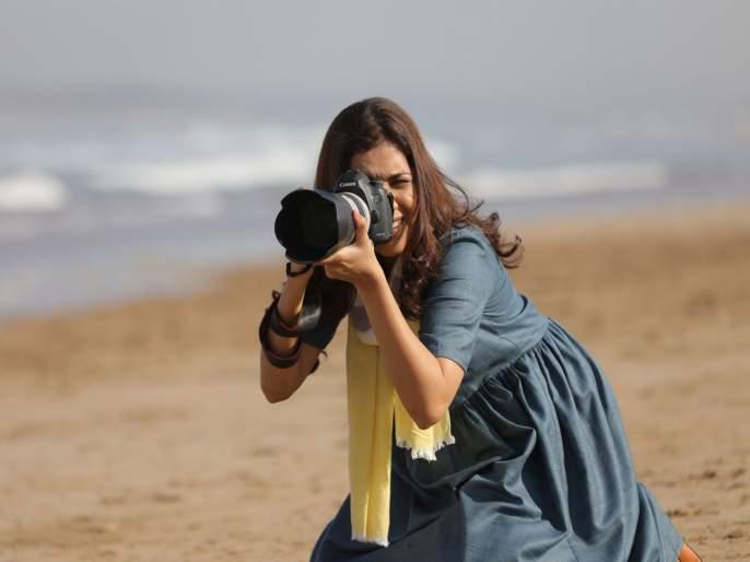 Marathi Actress Mukta Barve became photographer | मराठी सिनेसृष्टीतील ही अभिनेत्री बनली फोटोग्राफर, जाणून घ्या याबद्दल