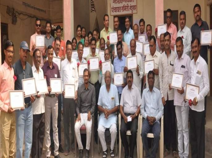 42 honors under the scheme of value addition: Shantilal Mutha Foundation's initiative in Nandurbar | मुल्यवर्धन उपक्रमाअंतर्गत 42 प्रेरकांचा सन्मान : नंदुरबारात शांतीलाल मुथा फाऊंडेशनचा उपक्रम