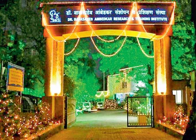 Article on Institution on Dr Babasaheb ambedkar Training And Research | दृष्टिकोन - 'बार्टी' गावोगावी पोेहोचविणाऱ्या समतादूतांसोबत न्याय व्हावा!