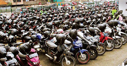 Determines the life of two-wheelers; Information about Union Minister of Earth Transport Nitin Gadkari | दुचाकींचेही आयुष्य ठरवणार; केंद्रीय भूपृष्ठ वाहतूकमंत्री नितीन गडकरींची माहिती