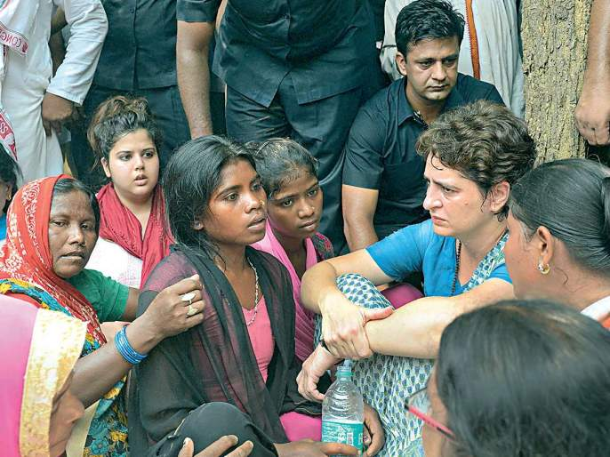 Sonbhadra's trickle; Priyanka Gandhi's discussion with tribal families   'सोनभद्र'ची कोंडी फुटली; आदिवासी कुटुंबियांशी प्रियांका गांधींची चर्चा