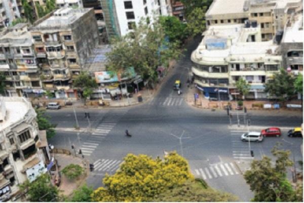 CoronaVirus Lockdown: Mumbai 100 per cent closed on weekend lockdown, good response on first day; | CoronaVirus Lockdown : वीकेंड लॉकडाऊनला मुंबई 100 टक्के बंद, पहिल्याच दिवशी चांगला प्रतिसाद;