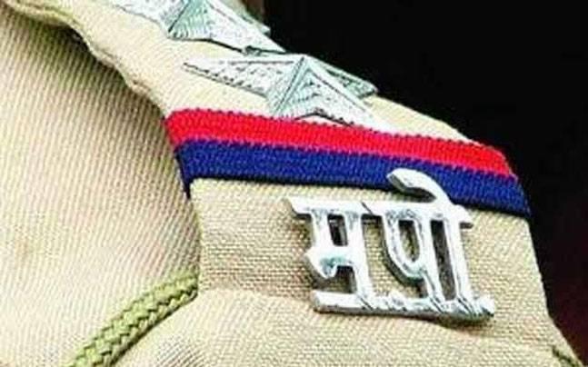 Suspended police officer re-entered service | खूनप्रकरणी निलंबित पोलीस अधिकारी पुन्हा सेवेत दाखल