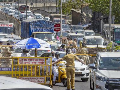 Video: a family member of Yes Bank scam went to Mahabaleshwar in lockdown pda | Video : खळबळजनक! लॉकडाऊनचे उल्लंघन, वाधवान कुटुंबीय पोचले महाबळेश्वरला