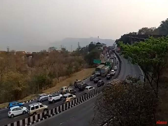 Mumbai-Pune Expressway is closed for two hours today | मुंबई-पुणे एक्स्प्रेस वे आज दोन तास बंद