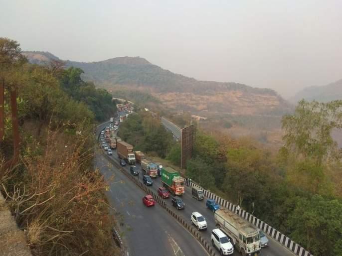 One hundred km from today on the expressway | एक्स्प्रेस वेवर आजपासून शंभर किमीची वेगमर्यादा