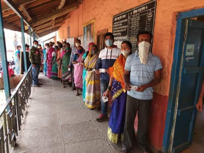 Gram Panchayat- More than 60% polling till noon in Kolhapur district | ग्रामपंचायत- कोल्हापूर जिल्ह्यात दुपारपर्यंत६0 टक्क्याहून अधिक मतदान