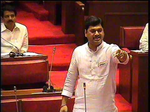 'Farmer says,' Take kidney, but give seed '; Government has nothing to do Says Dhananjay Munde | 'शेतकरी म्हणतोय 'किडनी घ्या पण, बियाणे द्या'; सरकारला काहीच पडलं नाही'