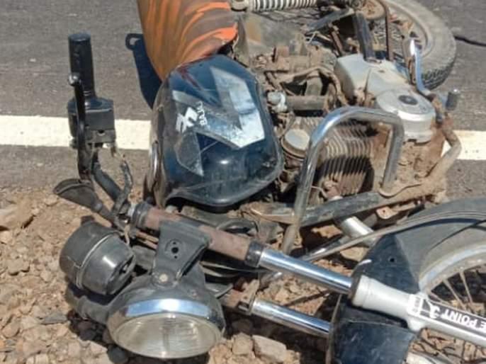 Two-wheeler hit by unknown vehicle; 1 killed, 1 seriously injured | दुचाकीस अज्ञात वाहनाची धडक; १ ठार, १ गंभीर