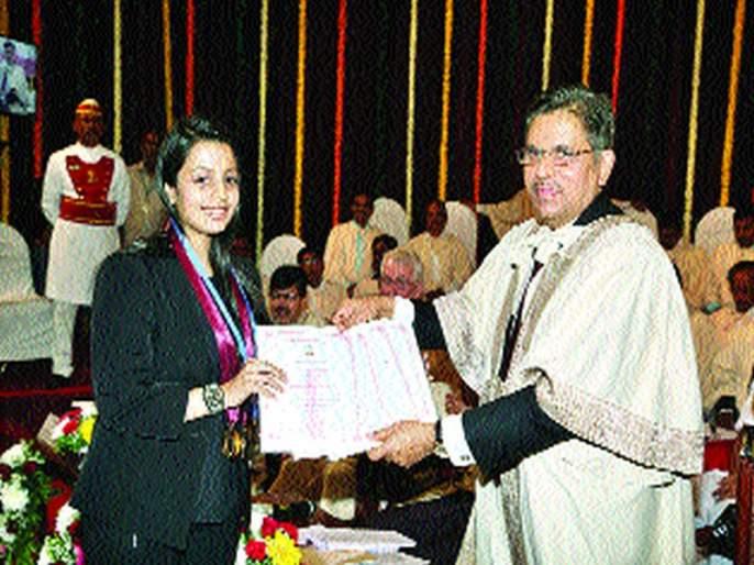 Among the gold medal winners, | सुवर्णपदक विजेत्यांमध्ये मुलींचीच सरशी