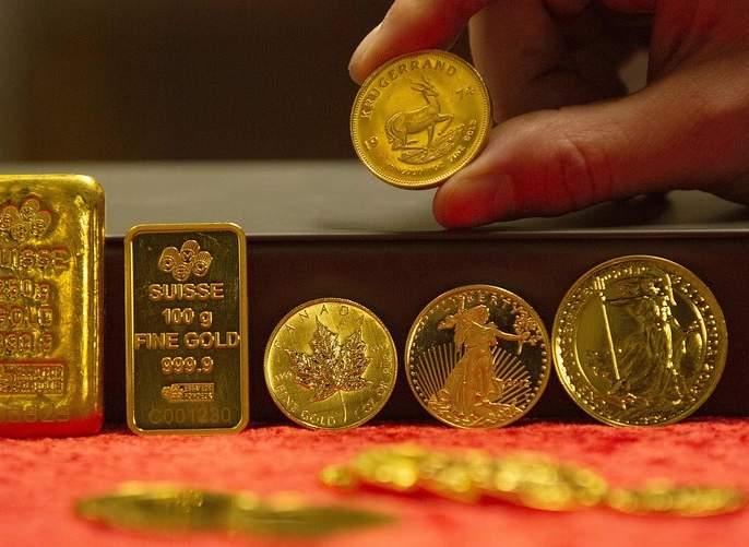 Gold fell price and silver by Rs 700 International demand fell | सोन्यात ९०० तर चांदीमध्ये ७०० रुपयांची झाली घसरण; आंतरराष्ट्रीय मागणी घटली
