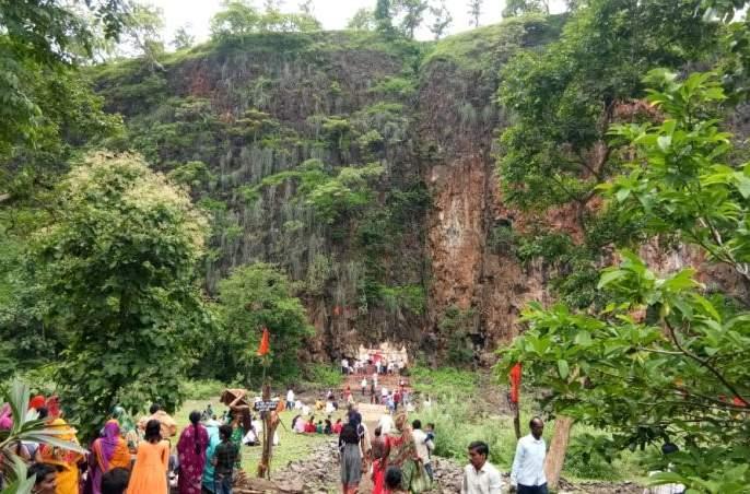 Mahaprasad of Puri-Bhaji on the occasion of Nagpanchami   तामकराड येथे नागपंचमी निमित्तपुरी- भाजीचामहाप्रसाद; हजारो भाविकांनी घेतला लाभ