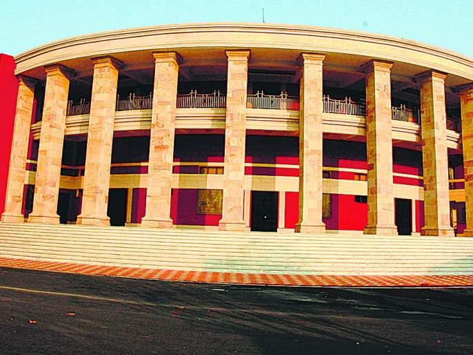 ... So why come to Nagpur? Formal 'Fars', winter session only six days | ...तर नागपुरात येताच कशाला? औपचारिकतेचा 'फार्स',हिवाळी अधिवेशन केवळ सहाच दिवस