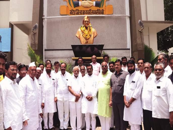 Nanded district central bank reopened Mahagadi; Sunil Kadam elected as president | नांदेड जिल्हा मध्यवर्ती बँकेत पुन्हा महाआघाडी; अध्यक्षपदी सुनील कदम यांची निवड