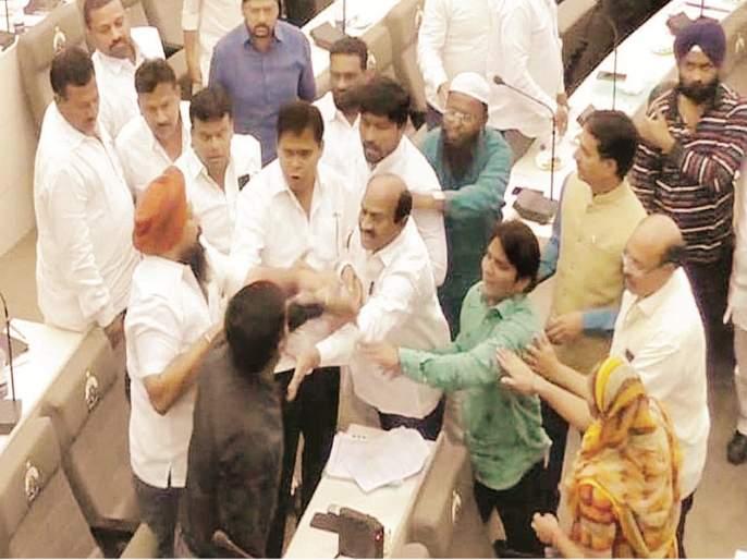 dispute between Congress-BJP corporators in Nanded Municipality | नांदेडमध्ये काँग्रेस-भाजप नगरसेवकांत धक्काबुक्की