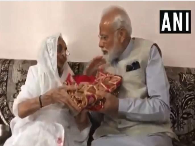 Lok Sabha Election 2019 PM Narendra Modi after casting his vote at a polling booth in Ranip Ahmedabad | Lok Sabha Election 2019 : आईच्या आशीर्वादानंतर पंतप्रधान मोदींनी बजावला मतदानाचा हक्क
