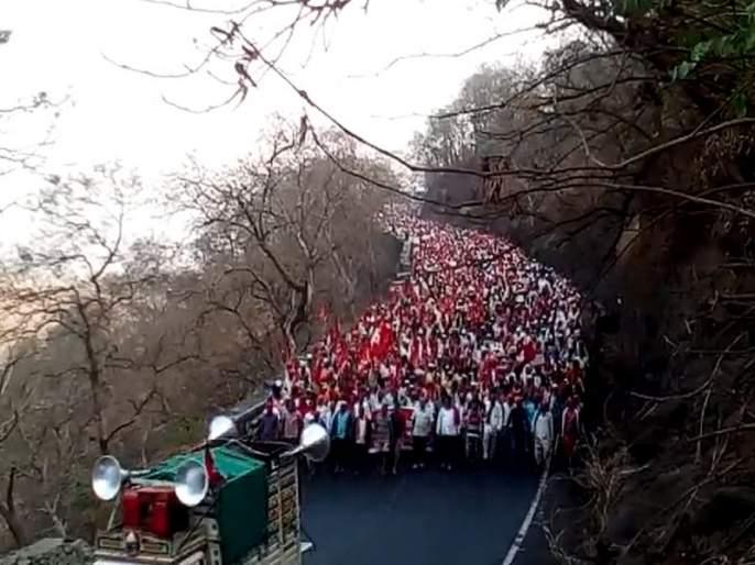 Nashik farmers long march   नाशिकहून शेकडो शेतक-यांचा लाँग मार्च धडकणार मुंबईत