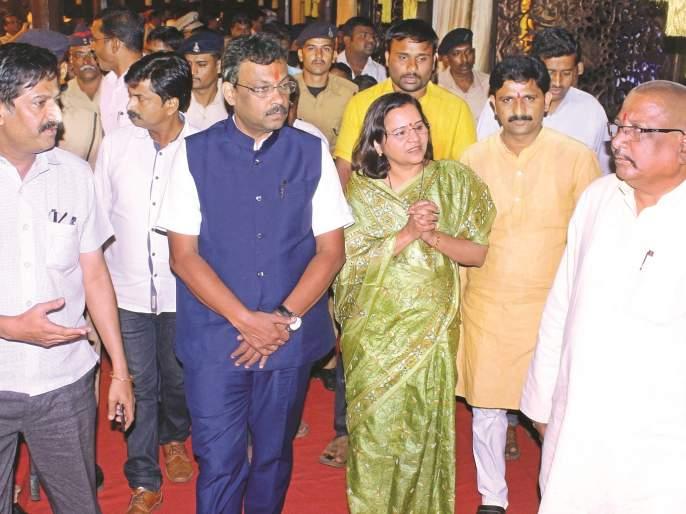 Subodh Bhave with Vinod Tawde, attendance at Pushkar's 'New Age' | विनोद तावडेंसह सुबोध भावे, पुष्करची 'नवउर्जा'मध्ये हजेरी