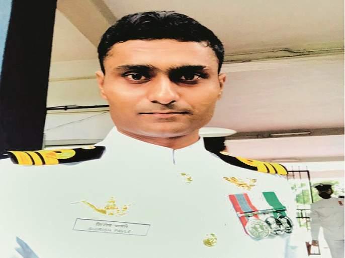 Lieutenant Commander of Ahmedpur Shirish Pawale received Naval Medal | अहमदपुरचे लेफ्टनंट कमांडर शिरीष पावले यांना नौसेना पदक