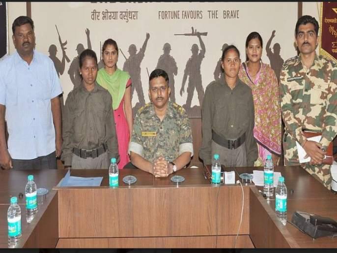 Surrender of two women women naxalites in Gadchiroli, Rs.6 lakh prize on both   दोन जहाल महिला नक्षलींचे गडचिरोलीत आत्मसमर्पण, दोघींवर सहा लाखांचे बक्षीस