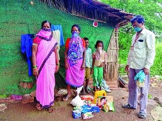 Project officer rushed to the aid of malnourished Rukmini   कुपोषित रुक्मिणीच्या मदतीला धावले प्रकल्प अधिकारी