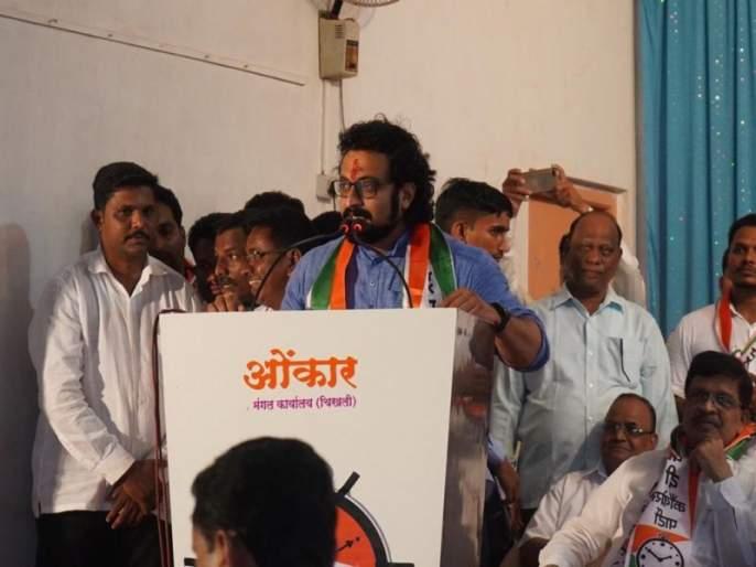 Amol Kolhe announces slogan to vote for ncp in satara against udayanraje bhosale | 'मान गादीला, पण मत राष्ट्रवादीला', साताऱ्यात अमोल कोल्हेंची राजेंविरुद्ध घोषणा