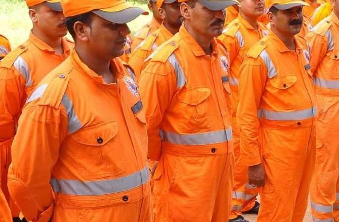 NDRF team admitted to Chiplun   एनडीआरएफ टीम चिपळूणात दाखल