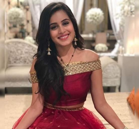 Rhea Sharma's mother surprises her on set | 'ये रिश्ते है प्यार के'च्या सेटवर रियाला मिळाले सरप्राईज!
