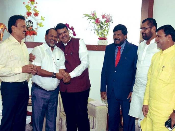 Four ministers sought by BJP's little friends; BJP-Sena joins for Mahayuti government | भाजपच्या लहान मित्रांनी मागितली चार मंत्रिपदे;महायुतीच्या सरकारसाठी भाजप-सेनेला साकडे