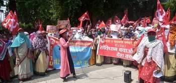 Give Rs 300 to Asha workers for corona survey: agitation   कोरोना सर्वेक्षणाचे आशा वर्कर्सना ३०० रुपये द्या : आंदोलन