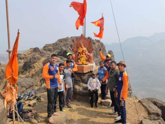 sahyadri rock adventure treak Chanderi fort and drives cleaning campaign | जय भवानी, जय शिवाजी! कल्याणच्या 'सह्याद्री रॉक अडव्हेंचर'ने सर केला 'चंदेरी' किल्ला, स्वच्छता मोहिमही राबवली