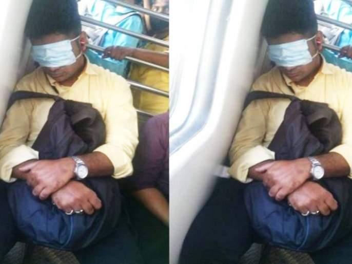 man keeps mask on his eyes while travelling in mumbai local photo gone viral | मुंबई लोकलमध्ये पठ्ठ्या चक्क डोळ्यावर मास्क लावून झोपला, व्हायरल फोटोवर मंत्री म्हणाले...