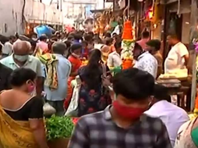 mumbai huge crowd at dadar vegetable market amid surge in corona cases | Dadar Market Crowd: भय उरलेच नाही! मुंबईतील दादर मार्केटमध्ये तोबा गर्दी, सर्व निर्बंध धाब्यावर