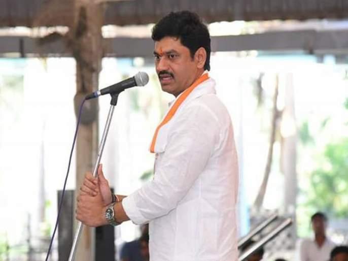 "Minister Dhananjay Munde should resign soon or else there will be intense agitation for legal action, Uma Khapre has warned.   ""हिंदू धर्मात दोन पत्नी चालत नाही, लवकर राजीनामा द्या अन्यथा...""; भाजपाचा धनंजय मुंडेंना इशारा"