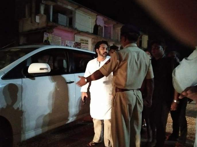 Police investigate Nilesh Rane's car   कणकवलीतनाकाबंदी;निलेश राणेंच्या गाडीची तपासणी; शिवसेना पदाधिकाऱ्याकडून रोकड जप्त!