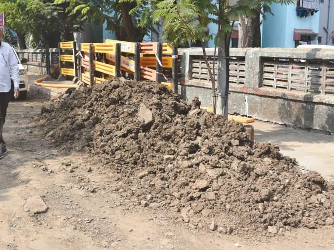Metro gas excavation disrupts traffic in Panvel; Citizens, including drivers, were also disturbed | महानगर गॅसच्या खोदकामामुळे पनवेलमध्ये वाहतुकीस अडथळा;चालकांसह नागरिकही त्रस्त