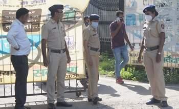 The agitation against the Municipal Commissioner came to a halt   मनपा आयुक्तांच्या विरोधातील आंदोलन बारगळले