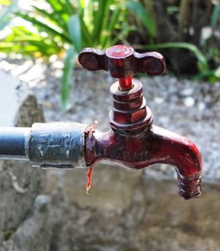 The water supply in Nagpur city affected due to the storm | वादळामुळे नागपूर शहरातील पाणीपुरवठा प्रभावित