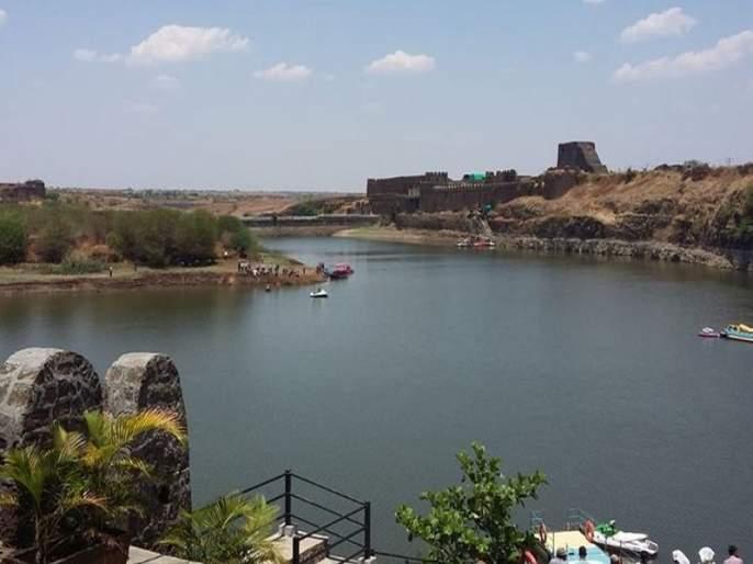 The boat crossed the river near Osmanabad, killing three school children | उस्मानाबादेत किल्ल्याजवळील नदीत बोट उलटली, तीन शाळकरी मुलांचा मृत्यू