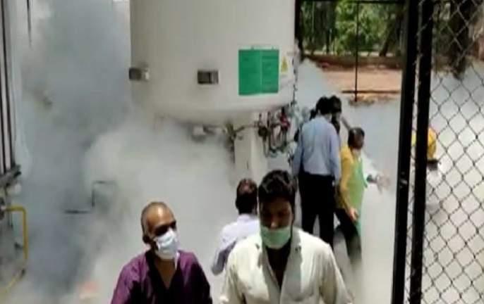 Nashik Oxygen Leak: How did the oxygen leak accident happen in Nashik? Watch exclusive footage of CCTV | Nashik Oxygen Leak: नाशिकमधील ऑक्सिजन गळतीची दुर्घटना कशी घडली? पाहा सीसीटीव्हीचे एस्क्लुझिव्ह फुटेज