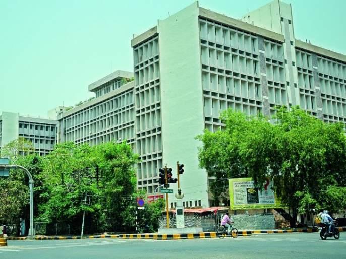 Give Power backup to Lift of Nagpur District Court: Application in High Court | नागपूर जिल्हा न्यायालयातील लिफ्टस्ना पॉवर बॅकअप द्या : हायकोर्टात अर्ज