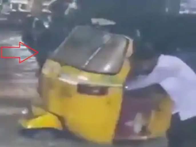 Telangana hyderabad floods man showed the road to the driver from the flood | त्रिवार सलाम! अंधारात जलमय झालेल्या रस्त्यावर 'त्या'नं गाड्यांना दाखवली वाट, पाहा VIDEO