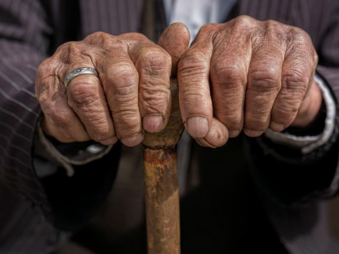 11,000 of old aged person pension robbed while taking medicine in medical | दुष्काळात तेरावा महिना! मेडिकलमध्ये औषध घ्यायला गेलेल्या आजोबांच्यापेन्शनच्या पैशावर चोरट्यांनी मारला डल्ला
