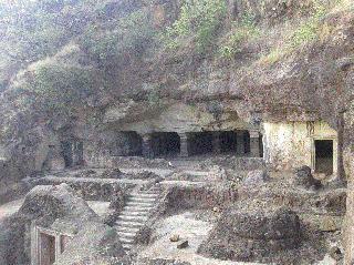 Historical Dharashiv caves threaten existence | ऐतिहासिक धाराशिव लेण्यांचे अस्तित्व धोक्यात
