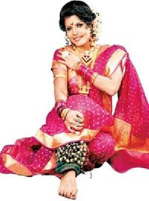 Lavani is my breath - Surekha Punekar: The audience needs to change the attitude | लावणीच माझा श्वास - सुरेखा पुणेकर : रसिकांनी दृष्टिकोन बदलणे आवश्यक